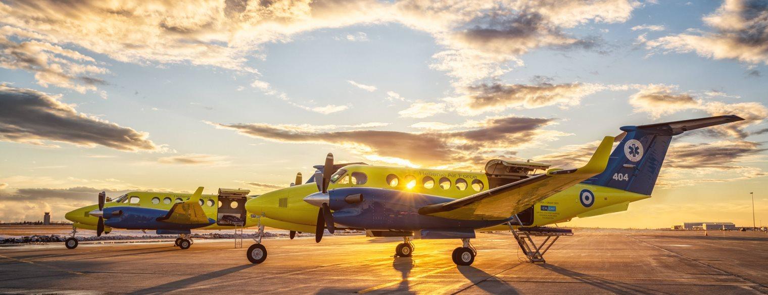 Έφτασαν σήμερα στην Ελευσίνα τα δύο αεροσκάφη αεροδιακομιδών του ΕΚΑΒ  Beechcraft King Air 350