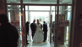 c7eeb52fae5 Πύργος: Γαμπρός και νύφη τους ''κούφαναν'' - Πήγαν στον γάμο τους με ...